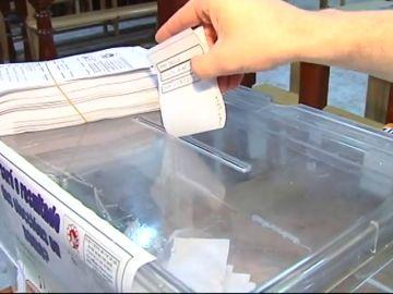 Aparcando coches con Borja Sémper y votando en la pulpería de Boiro