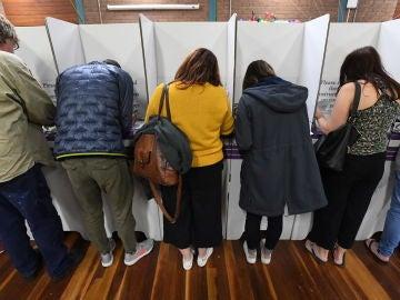 """Australia se prepara para una """"larga noche"""" de recuento a pocas horas del fin de las elecciones legislativas"""