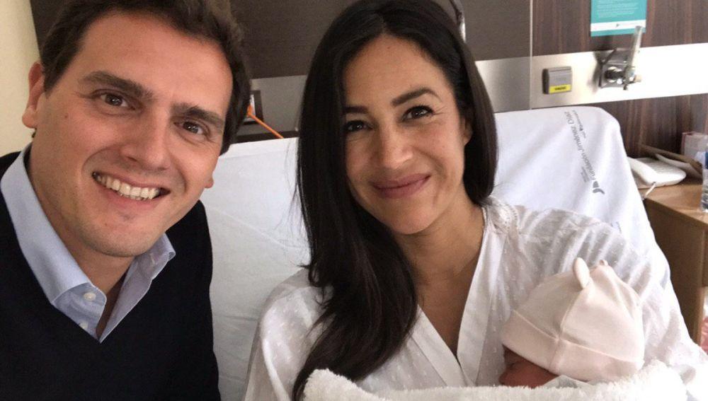 Albert Rivera visita a Begoña Villacís en el hospital