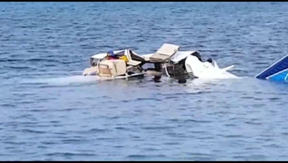 Mueren cinco personas al estrellarse una avioneta en la isla hondureña de Roatán