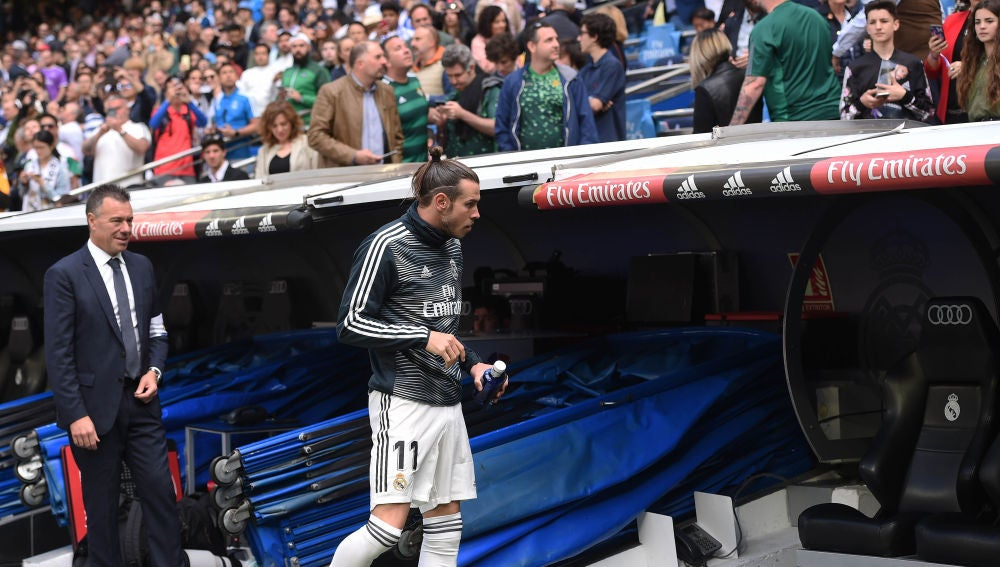 Gareth Bale se dirige al banquillo en el Santiago Bernabéu