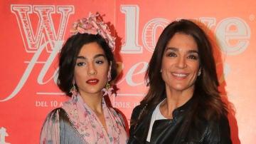 Raquel Bollo junto a su hija Alma Cortés