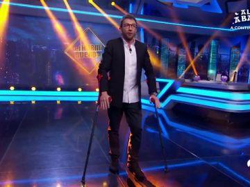 La original forma con la que Pablo Motos hace el baile de 'El Homiguero 3.0' tras ser operado de la rodilla