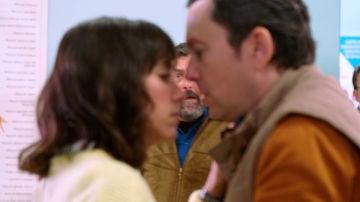 Cristóbal y Lola, interrumpidos al intentar resolver su tensión sexual