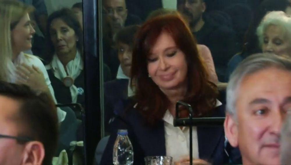 Cristina Fernández Kirchner se sienta por primera vez en el banquillo
