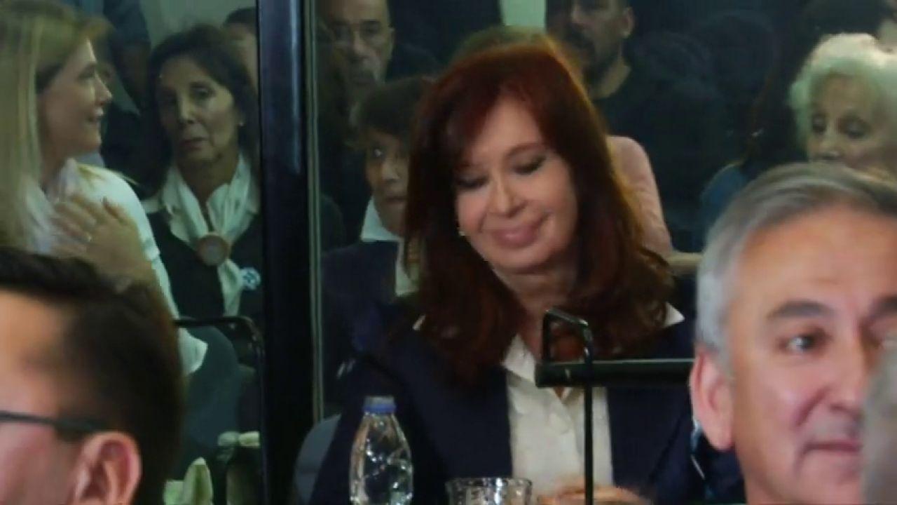 Cristina Fernández De Kirchner Se Sienta Por Primera Vez