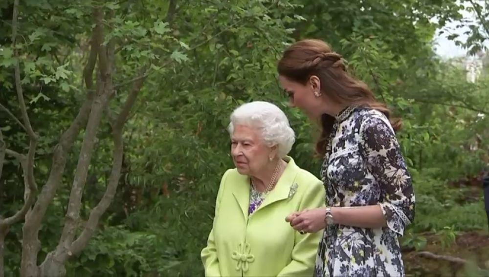 La Reina Isabel II invitada especial en los jardines de cuento de Kate Middleton