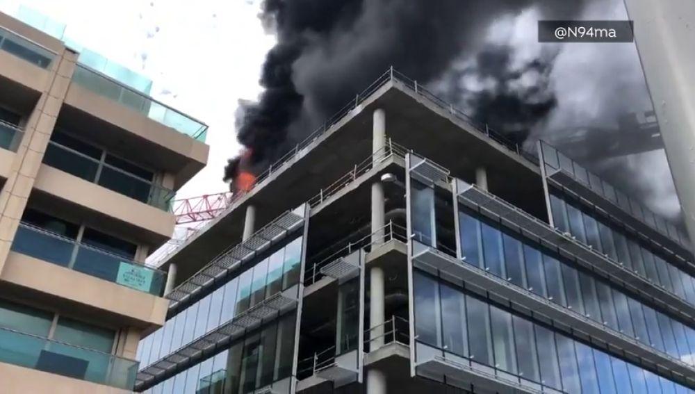 Gran incendio en un edificio en obras en Madrid