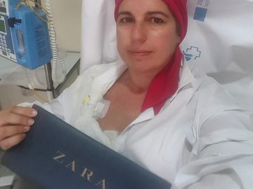 Una enferma de cáncer con una bolsa de Zara