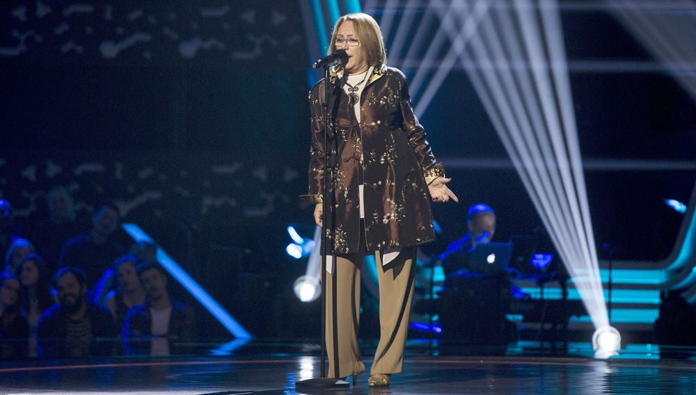 Alicia Olivera canta 'Santa Lucía' en las Audiciones a ciegas