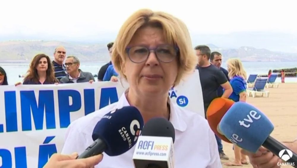 Pepa Luzardo reivindica una ciudad y playa limpia de plásticos