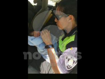 Detienen a la madre de una bebé de tres días abandonada en la calle junto a una nota en Murcia