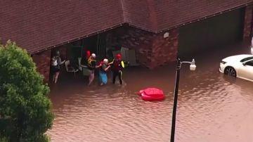 Rescate a los vecinos tras las inundaciones