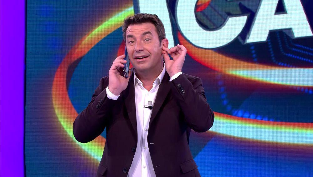 Arturo Valls recibe la llamada de su madre en pleno '¡Ahora caigo!'