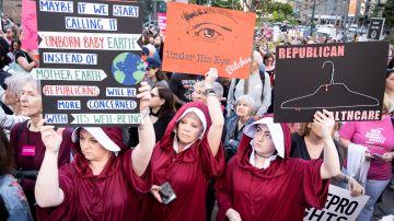 Personas participan en una manifestación a favor del aborto celebrada este martes en Foley Square