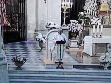 El párroco de la basílica de la Purísima