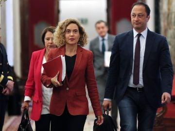 La presidenta del Congreso, Meritxell Batet, junto al vicepresidente segundo y la secretaria segunda de la Mesa, Sofía Herranz y Alfonso Rodríguez Gómez de Celis.