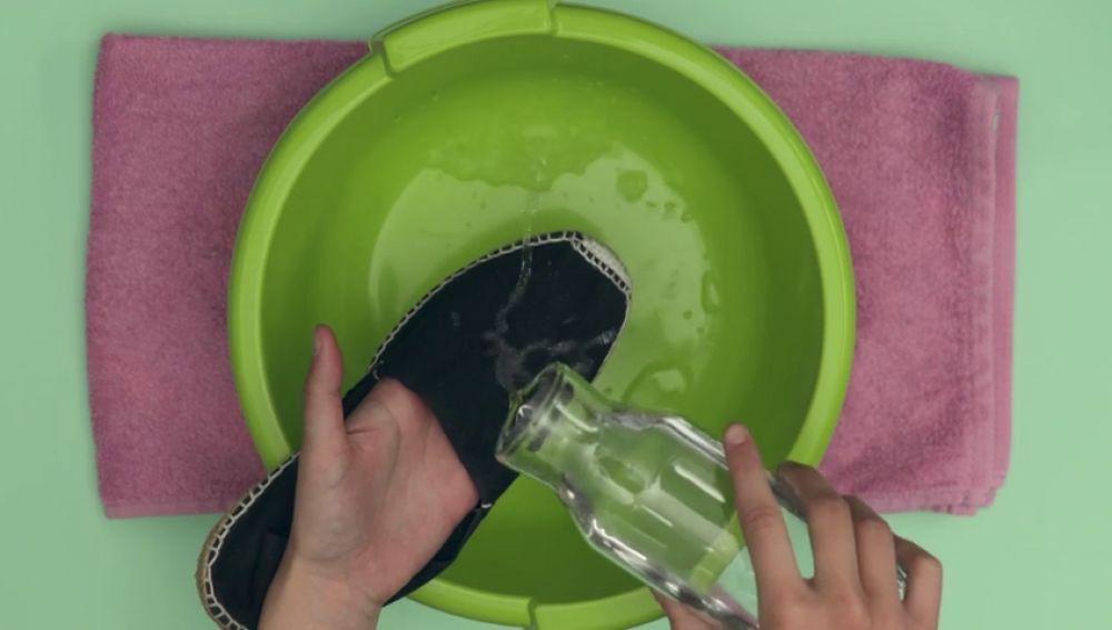 Cómo impermeabilizar tus zapatillas para que repelan agua y manchas
