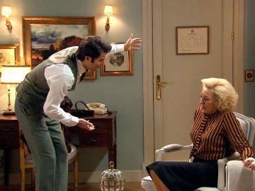 Gabriel le exige a su madre una explicación sobre la visita de Vicente, su hermanastro