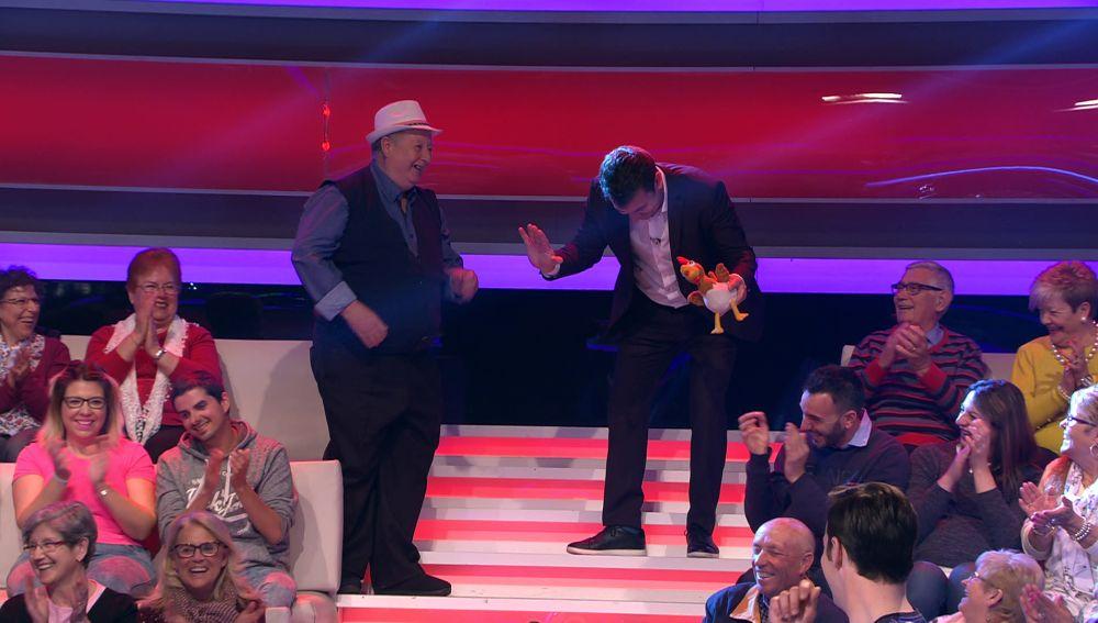 Arturo Valls sufre un ataque de risa en pleno programa