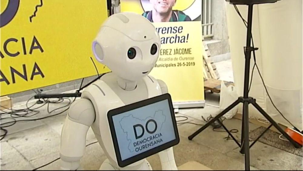 Un robot pide a pie de calle el voto para el candidato de Democracia Ourensana