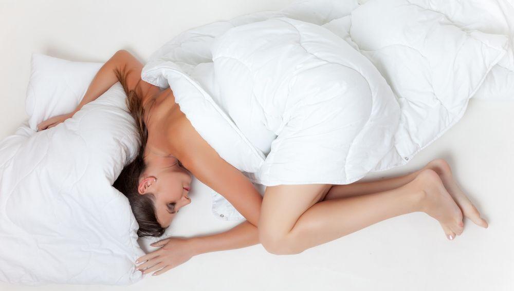 Posición fetal en la cama