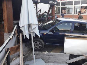 El coche que se ha empotrado en Granada