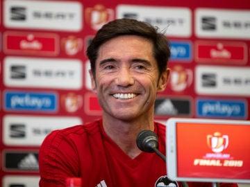 Marcelino, sonriente en rueda de prensa