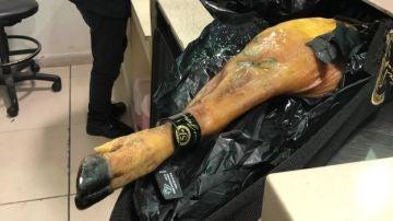 Argentina bloquea la entrada de un jamón procedente de España