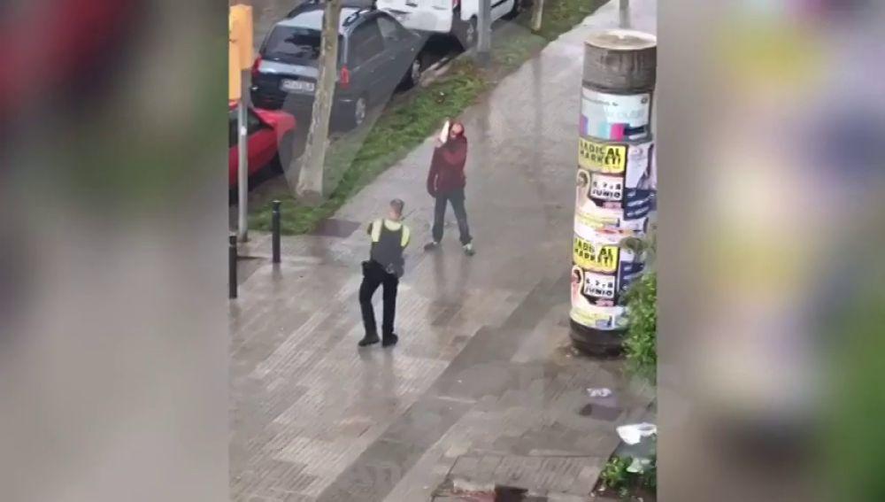 Un hombre desata el pánico en Barcelona con un cuchillo de grandes dimensiones
