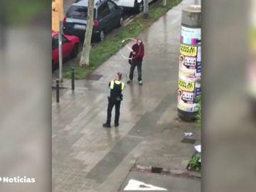 Pánico en Barcelona por un hombre con un cuchillo de grandes dimensiones