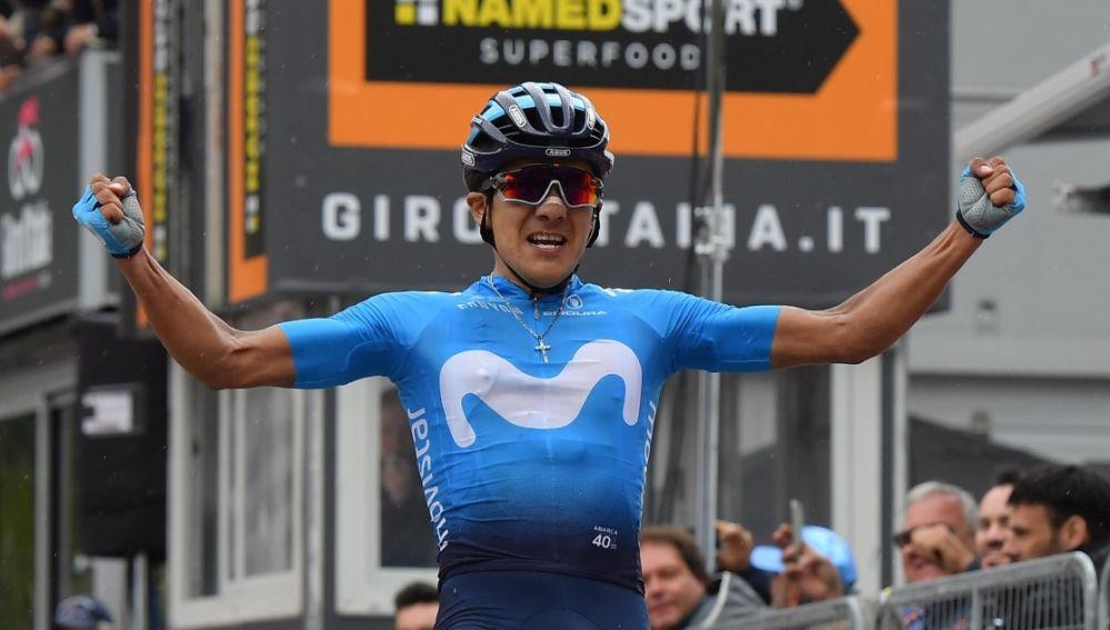Carapaz celebra su victoria