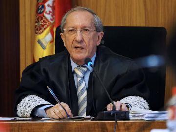 El presidente de la Audiencia de Valladolid, Feliciano Trebolle, durante la lectura del veredicto del juicio de la pequeña Sara