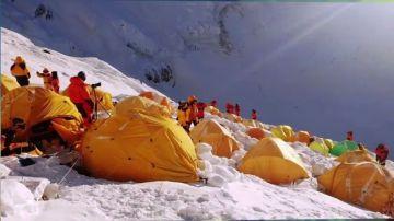 La 'fiebre' por subir el Everest se dispara: un negocio muy lucrativo que amenaza el 'techo del mundo'