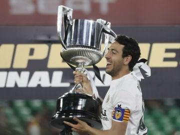 Parejo, con la Copa del Rey