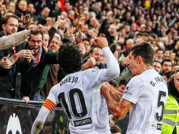 Parejo celebra un gol