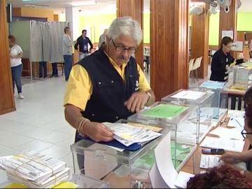 Un trabajador pide jubilarse varios días más tarde para poder trabajar durante la jornada electoral