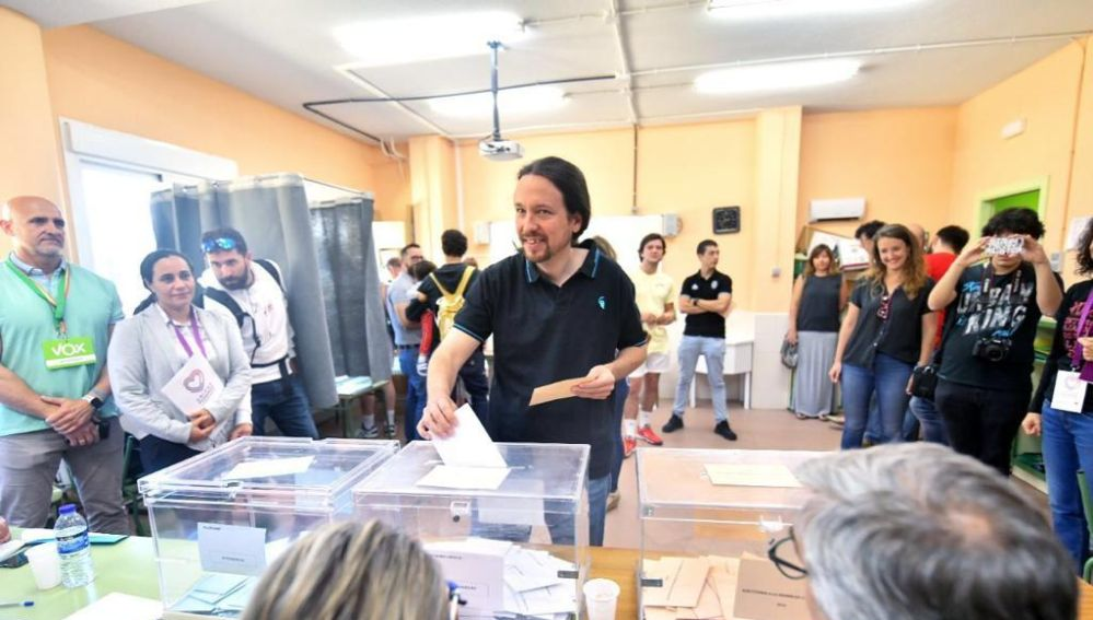 Pablo Iglesias vota