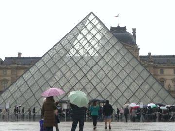 Los trabajadores del Louvre, en huelga por la masificación de visitantes