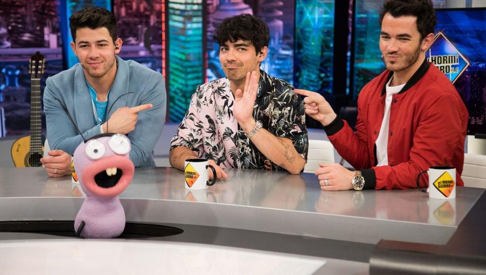 Los secretos más ocultos de los Jonas Brothers salen a la luz con Trancas y Barrancas en 'El Hormiguero 3.0'