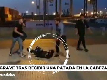 Golpean y dan varias patadas en la cabeza a un joven en Cádiz