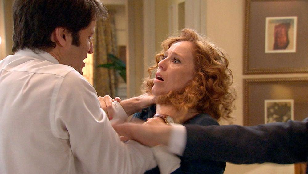 Gabriel intenta quitarle la vida a Ana