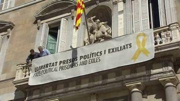 Torra vuelve a colocar la pancarta con el lazo amarillo en la Generalitat