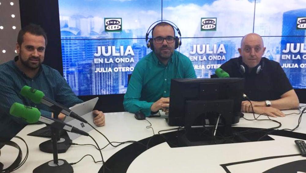 Borja Terán junto a Gustavo Vázquez, subdirector de La Sexta Noticias y Jesús Lozano, realizador de Antena 3 Noticias