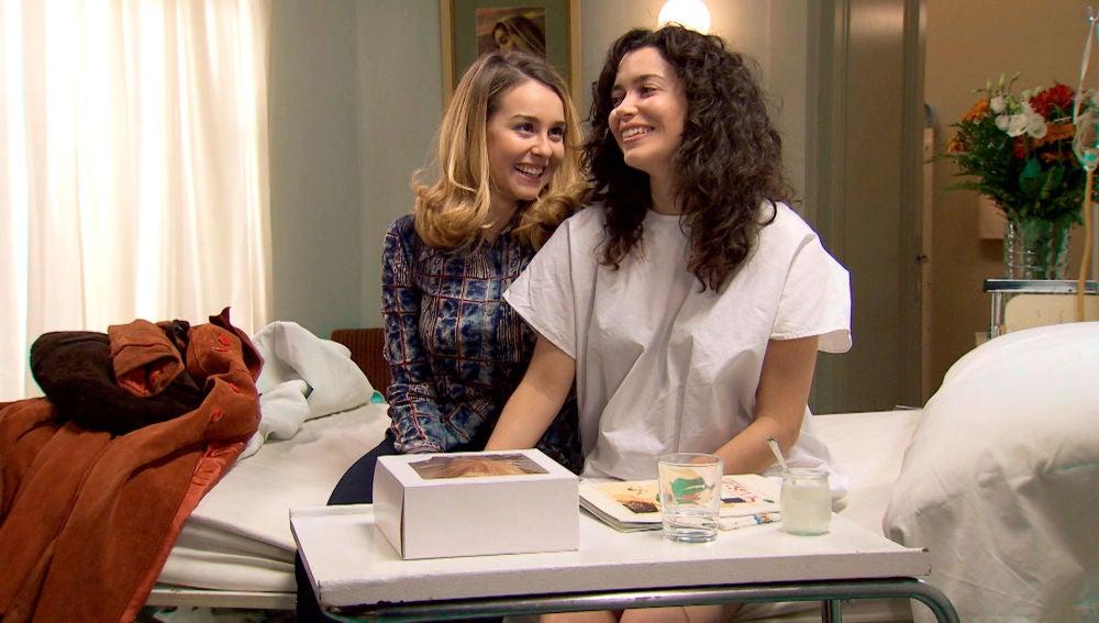 Luisita se deshace en gestos de amor con Amelia