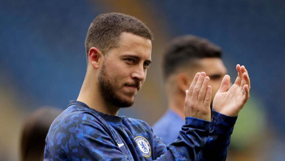 Eden Hazard aplaude a los aficionados