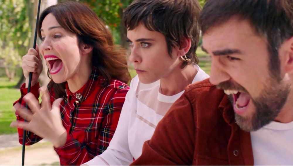 Carmen, Gotzone e Iñaki, a punto de sufrir un accidente