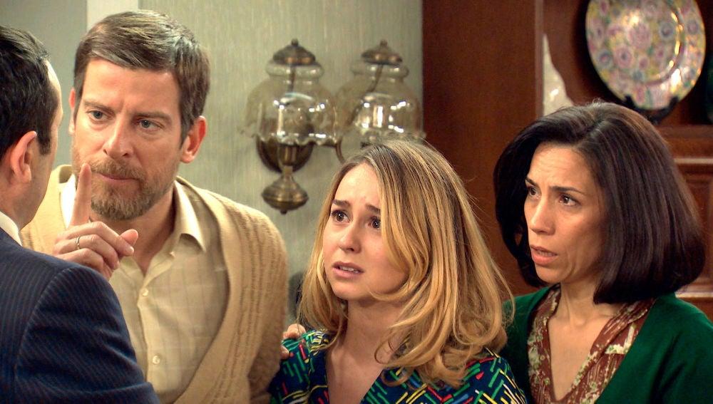 Tomás amenaza a Luisita con denunciarla por invertida