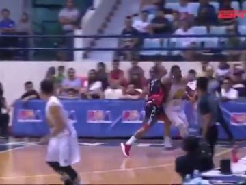 El ex NBA Terrence Jones recibe un brutal puñetazo en la liga filipina
