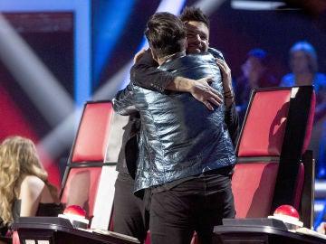Pablo López y David Bustamante necesitan abrazarse tras la actuación de Enriqueta Caballero